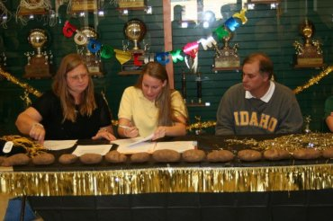 Mary signs letter of intent