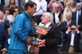 Rosewall presents to Nadal