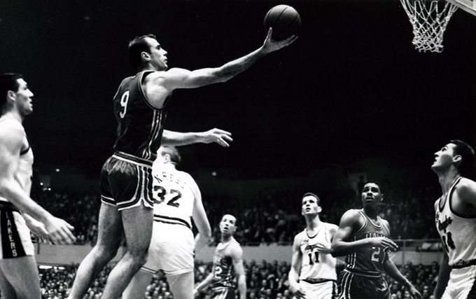 Bob Pettit playing